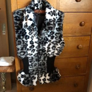 Fur Leopard vest black, white with some grey